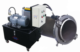 Externally mounted hydraulic pipe cutting and beveling machine